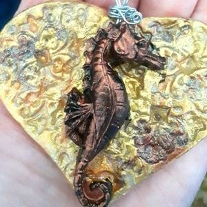 SEA HORSE NECKLACE NEW